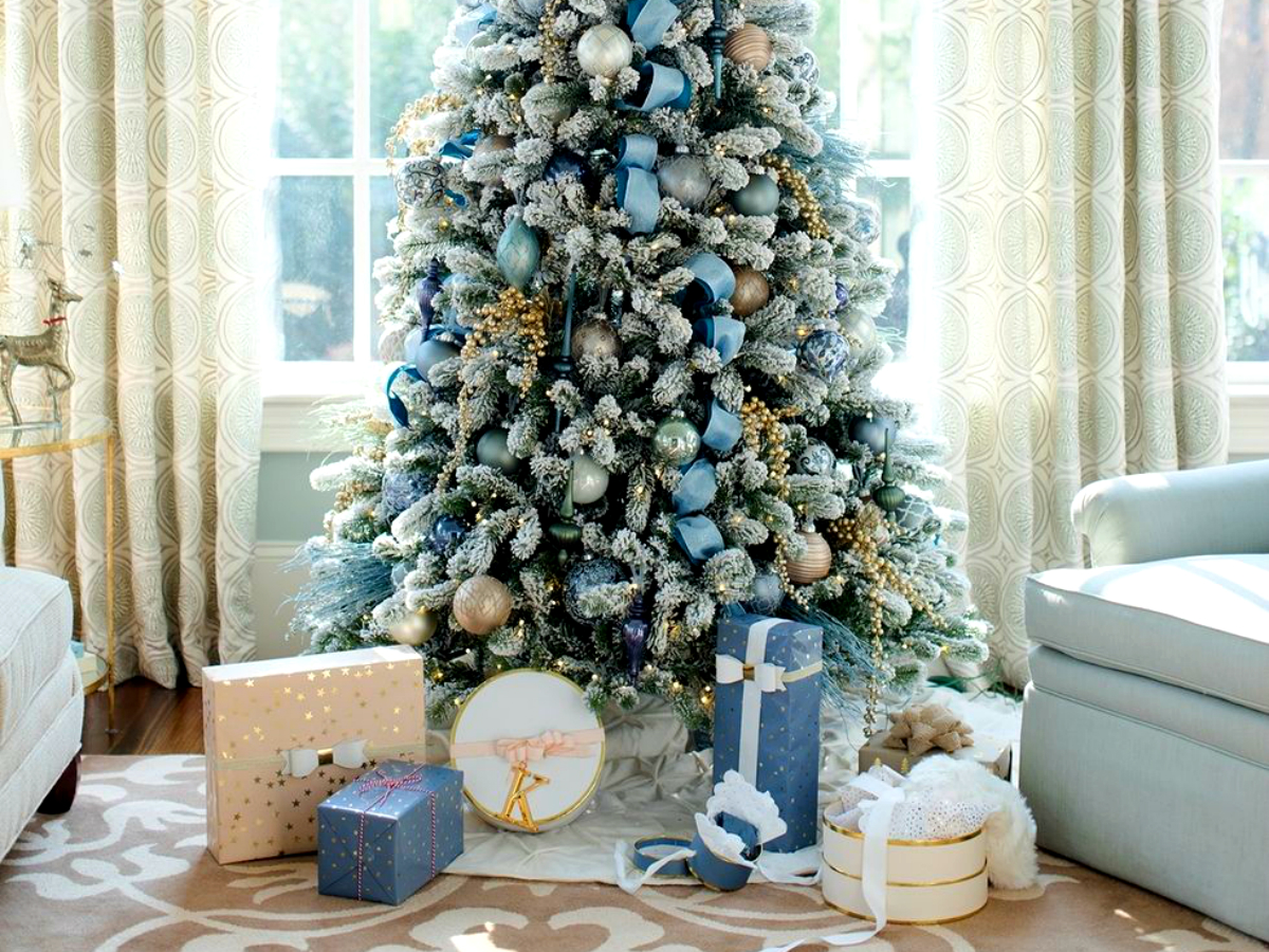 6 Mesmerizing Ways To Decor Your Christmas Tree This