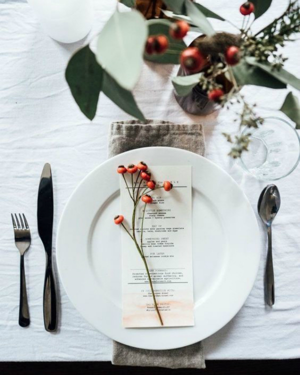 Get Your Dining Table Ready For Christmas Season | The countdown for Christmas is here! There are only 20 days left to the magical season and we bring to you the best ideas for you to decor your dining room. #christmas #christmasdecor #homedecor #diningroom #diningtable  Get Your Dining Table Ready For Christmas Season 552076a8de12cd120502429d4e203016