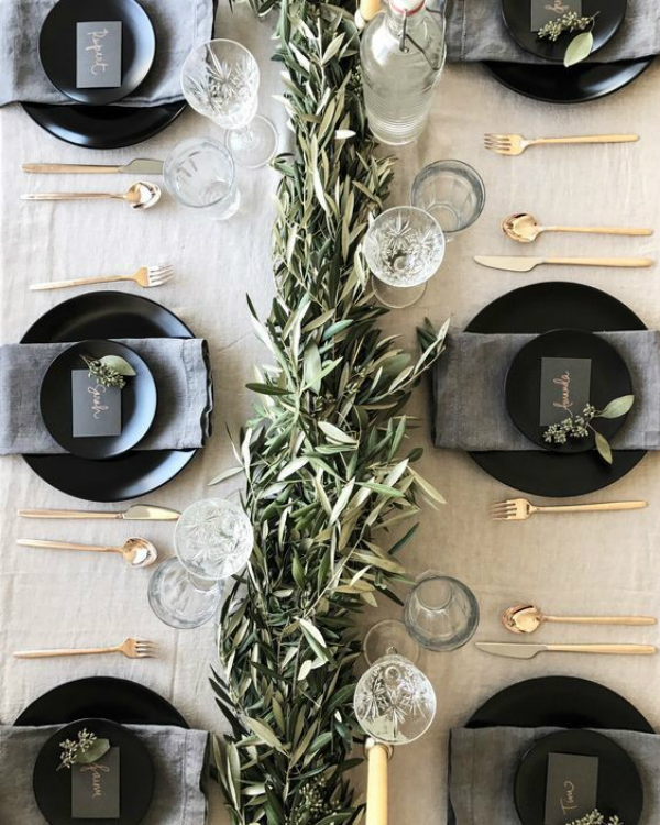 Get Your Dining Table Ready For Christmas Season | The countdown for Christmas is here! There are only 20 days left to the magical season and we bring to you the best ideas for you to decor your dining room. #christmas #christmasdecor #homedecor #diningroom #diningtable  Get Your Dining Table Ready For Christmas Season 623e9a9442963320635d4539a8056bb0