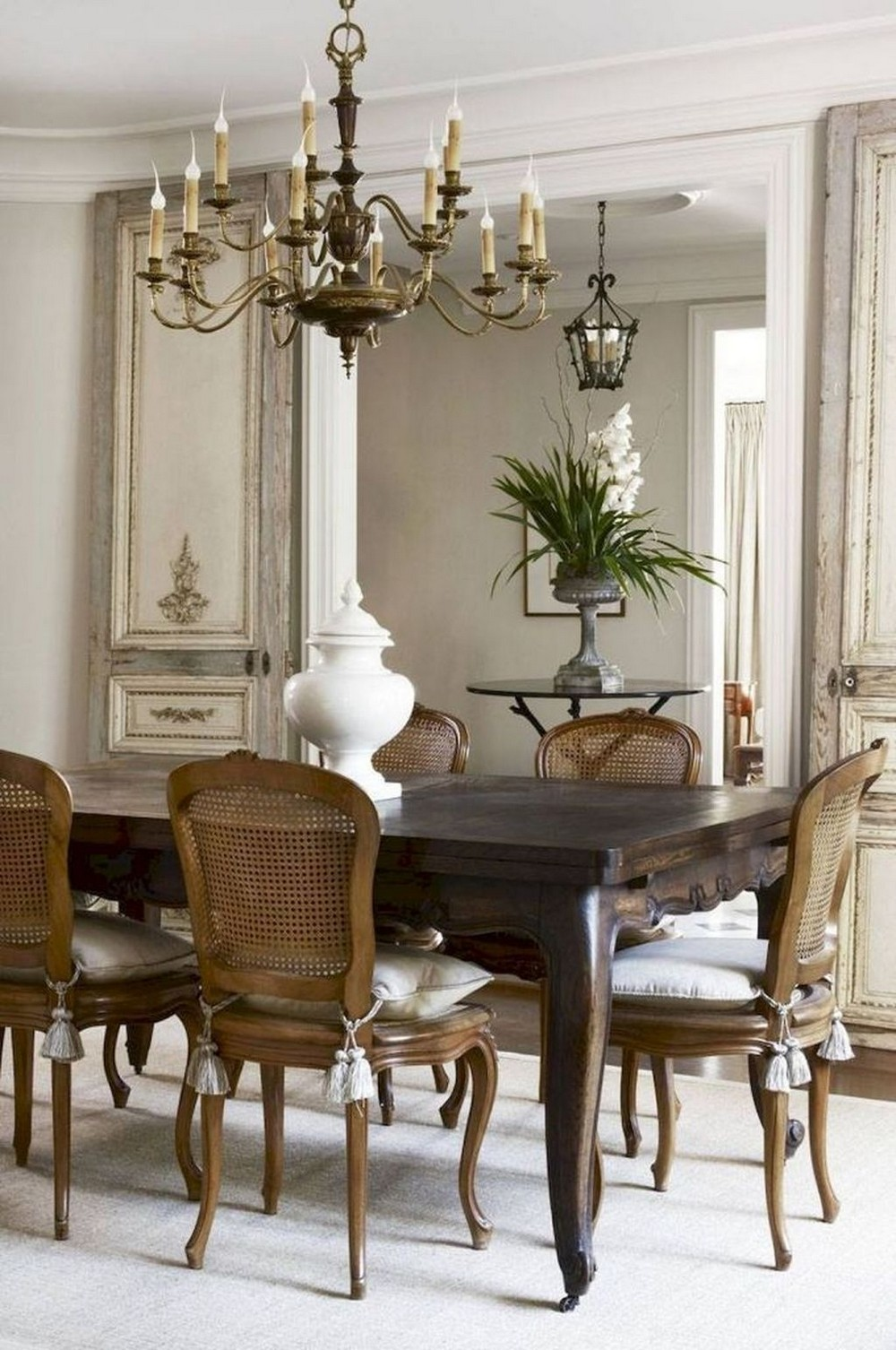 An Unparalleled Devotion to Detail: Dining Rooms by Julie Charbonneau julie charbonneau An Unparalleled Devotion to Detail: Dining Rooms by Julie Charbonneau 3 HOMYHOMEE